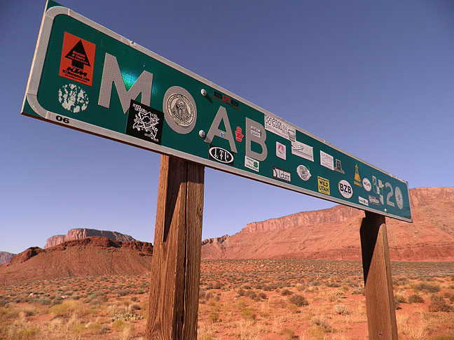 moab-20-sign-02