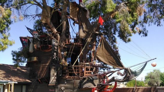Pirate-ship-themed-treehouse-in-Casa-Grande_7[1]